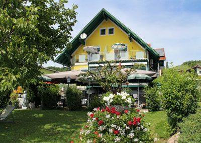 Haus-Gastgarten